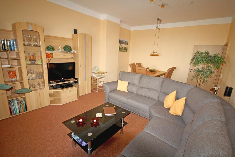 ferienwohnung doppelhaush lfte mit 72 m f r max 5 personen garten. Black Bedroom Furniture Sets. Home Design Ideas