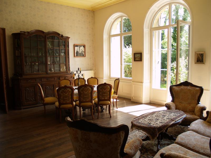 ferienhaus villa mit 500 m f r 10 personen garten. Black Bedroom Furniture Sets. Home Design Ideas