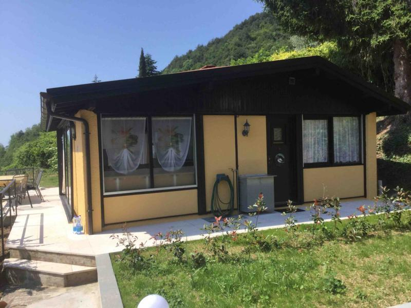 ferienhaus am westufer ber gargnano am gardasee tignale italien von privat zu vermieten. Black Bedroom Furniture Sets. Home Design Ideas