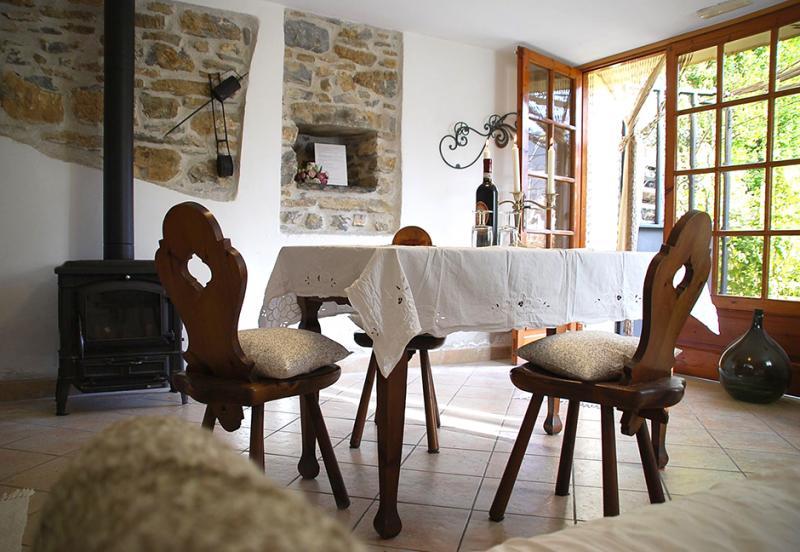 haus wohnzimmer oben:Traumhafte Ferienwohnungen mitten im Grünen in Cesio / Cartari