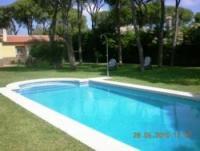 Gemütlich eingerichtetes, freistehendes Ferienhaus mit Pool in ruhiger Lage zu vermieten