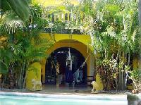 Ferienvilla Villa Amarilla mit Pool & Palmengarten am Playa el Agua für 3 Paare und bis zu 4 Kinder.