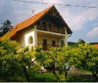 Balaton, Ungarn: Ferienhaus 'Barbara' mit Blick auf den Plattensee, 5 min zum See (max. 12 Pers.)