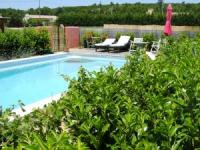 Bungalow mit großem  solarbeheiztem Pool fuer  2-3 Pers..in La Verdière Provence zu verm.
