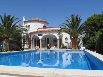 ferienhaus mit sehr gro em pool in l ametlla de mar costa dorada spanien privat zu vermieten. Black Bedroom Furniture Sets. Home Design Ideas