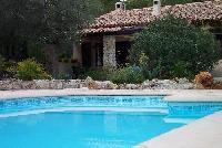 Ferienhaus für 6 Personen mit Schwimmbad auf großem Grundstück in der Provence zu vermieten