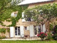 Mas des Vignerons aus dem 18. Jahrhundert in Uzès-Ste. Eulalie inmitten von Weinfeldern
