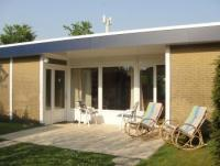 Familien- und seniorenfreundlicher Bungalow mit sonniger Terrasse und Garten in Scharendijke