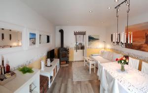 Zweites Wohnzimmer mit Kaminofen