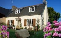 Idyllisch gelegenes bretonisches Steinhaus,1,5 km zum Meer, schöner Garten, komfortabel saniert