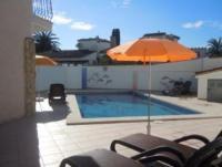 Casa Familia in Ampuriabrava an der Costa Brava:  2 Ferienhäuser mit Pool für bis zu 10 Personen