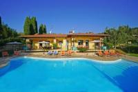 Tolle Villa mit 2 Ferienwohnungen in San Felice, direkt am Gardasee mit privatem Pool, 4 SZ ingesamt