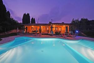 The house and the swimming-pool by night