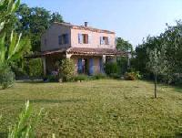 Sehr persönlich ausgestattetes Haus mit Pool in St. Julien de Peyrolas,3 km von der Ardêche entfernt