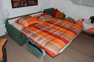 Fewo 1 : ausklappb. Couch für 2 Pers. im WZ