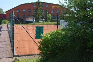 im Ort: Tennishallemit Squash und Sauna