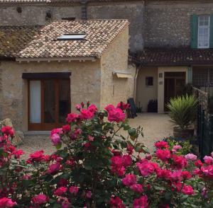 Haus Merlot klein von außen, aber innen praktisch