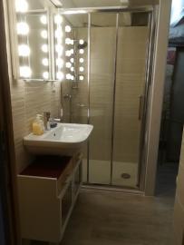 Bad mit komfortabler Dusche