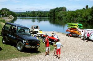 Anlegeplatz für Boote an der nahen Dordogne