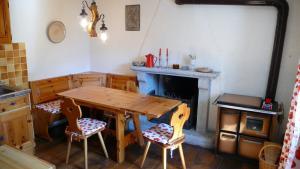 Kitchen Casa Falmenta with open fireplace