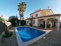 Ferienhaus mit Pool am Meer in Sant Pere Pescador an der Costa Brava zu vermieten