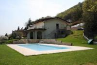Ferienvilla mit 2 luxuriösen Apartments, Swimming Pool, großem Garten, in Tremosine, West-Gardasee