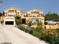 Exklusives Ferienhaus mit Pool in der Nähe von Beziers mit 2400 m² großem paradiesischem Garten