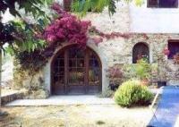 Familienfreundliche Ferienwohnung mit schattiger Terrasse bietet Platz für 4 Personen (2 Schlafz.)