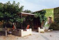 Ferienwohnung in ebenerdigem Landhaus südlichen Stils für 6 Personen inmitten üppiger Vegetation