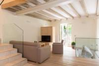 Sonnige Terrasse, Gewoelbekeller, 2 Schlafzimmer, Platz bis fuer 6 Personen. Exklusive Ausstattung