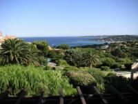 Appartment nähe Sainte Maxime mit Panorama-Meerblick. Bild ist Aussicht von der Terrasse