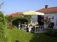 Ferienhaus mit sonniger Terrasse und 2 Schlafzimmern bietet Platz für 2 bis 4 Personen