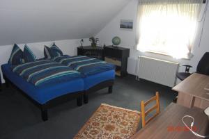 1. Schlafzimmer m. Computertisch