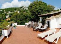 Ferienhaus in Calonge an der Costa Brava mit großer sonniger Terrasse bietet Platz für 6 Personen