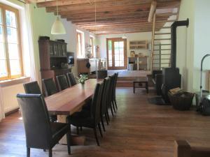 Essbereich und Küche auf der  mittleren Wohnebene