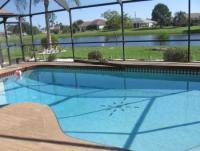 Unsere Villa mit sonniger Terrasse und 3 Schlafzimmern, dir.Zugang zum Pool und See bietetviel Platz
