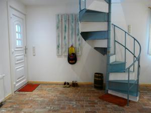 Eingang/ Schiffswendeltreppe nach oben
