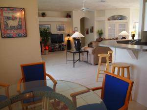 living-/ dining area