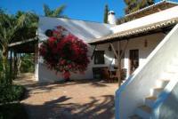 Algarve: Casa Palmito hat 4 überdachte Terrassen, 3 Schlafzimmer und bietet Platz für 4-8 Personen