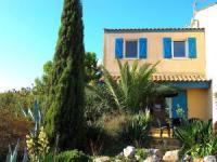 Ferienhaus mit 2 sonnigen Terrassen und einem Gemeinschaftspool mit Panoramblick