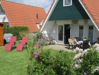 Das komfortable Ferienhaus mit sonnigem Garten hat 3 Schlafzimmer und bietet Platz für 6 Personen