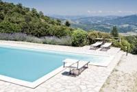 Casa Girasole bietet Platz für 8 Personen und befindet sich auf einem ca. 3 ha großen Grundstück