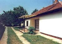 Das Ferienhaus am Balaton mit sonniger Terrasse und 3 Schlafzimmern bietet Platz für 5 Personen!