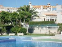 Ferienhaus in Torrevieja Costa Blanca. Garten, Pool, Meerblick, große Dachterrasse.