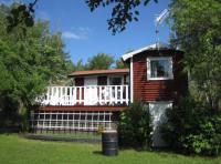 Haus Rödluva ist ein typisches schwedisches Ferienhaus und liegt in unserem großen Fruchtgarten.