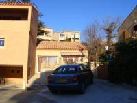 Das Ferienhaus mit Terrasse, 2 Schlafzimmers, in einem ruhigen Viertel, bietet Komfortbelegung für 4