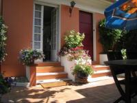 Die Villa mit Terrasse u. Gästehaus liegt in ruhiger Lage Quartier 'Montrose' u. 10 Min zum Meer