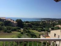 Ferienwohnung mit Traumblick auf den Golf von Sainte Tropez. 300m zum Sandstrand, 2 Pools im Garten