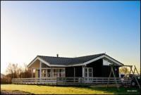 Ferienhaus für 8 Personen, mit großer Holzterrasse in schöner und ruhiger Umgebung