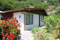 Ferienhaus mit zwei sonnigen Terrassen und herrlichem Ausblick  bietet Platz für 4 Personen